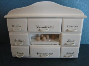 05 - kitchen cupboard