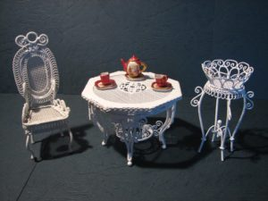 Tea room corner-chair-table-04
